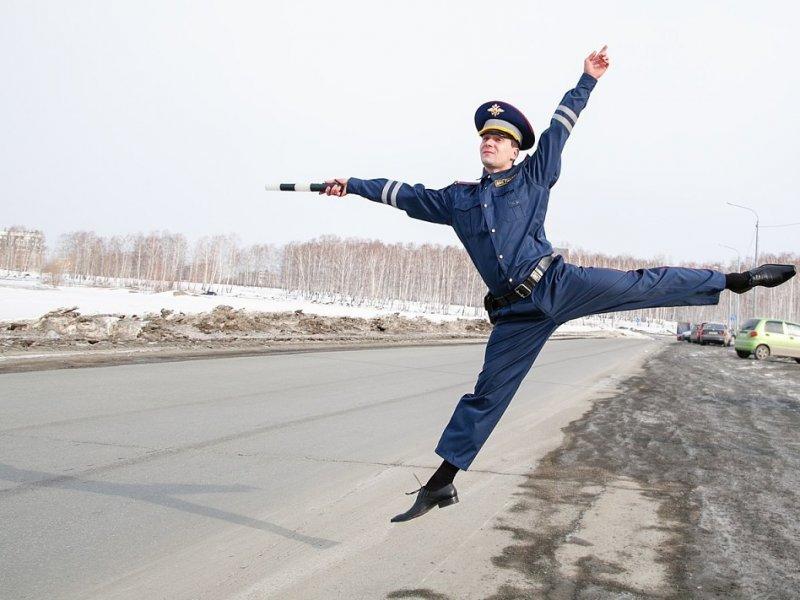 Работники государственной автоинспекции подчеркнули 81-ю годовщину содня образования службы ОРУД-ГАИ-ГИБДД