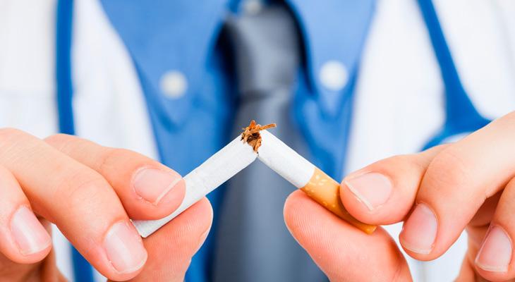 vrach slomal sigaretu