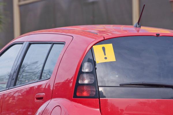 znak na avtomobile